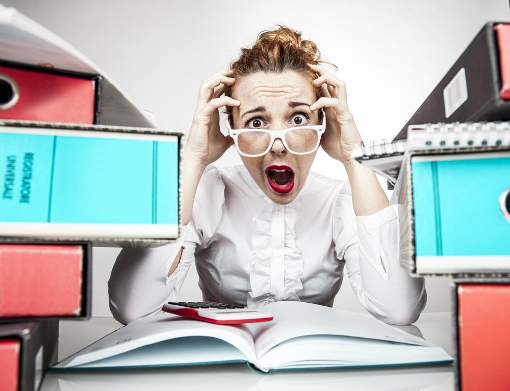 femme stressé au bureau