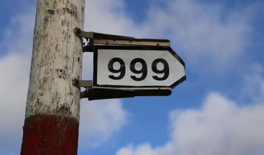 panneau avec le nombre 999
