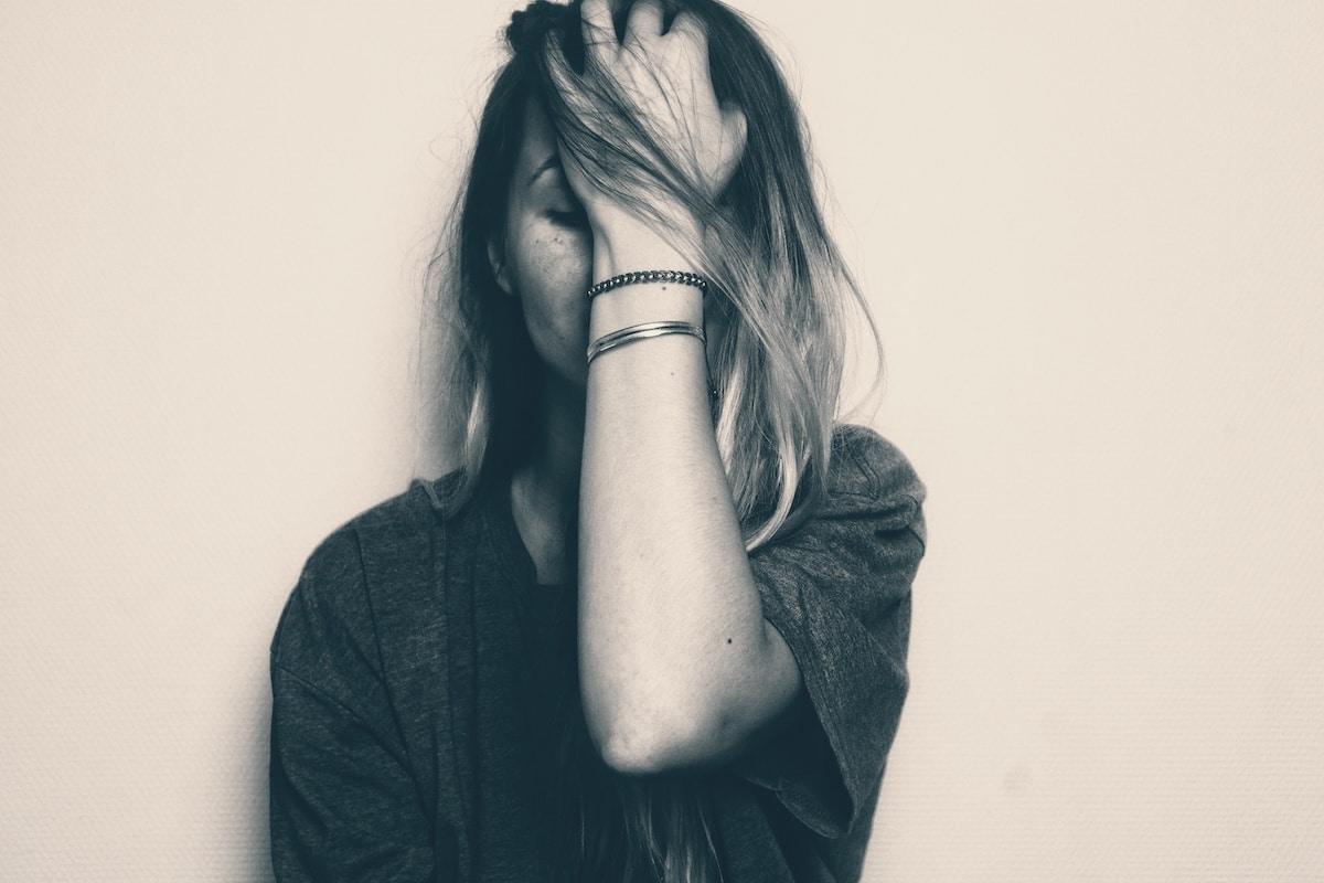 femme triste en amour