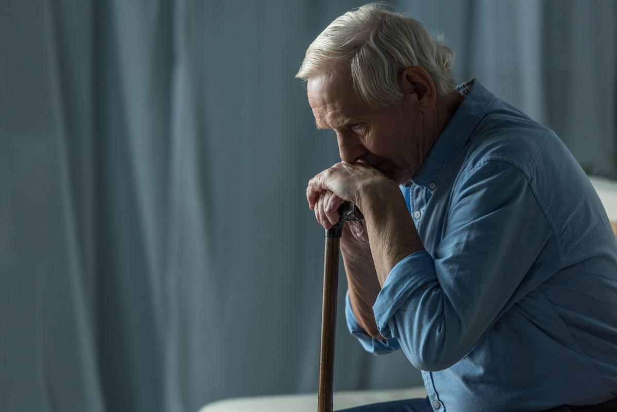 homme souffrant de solitude