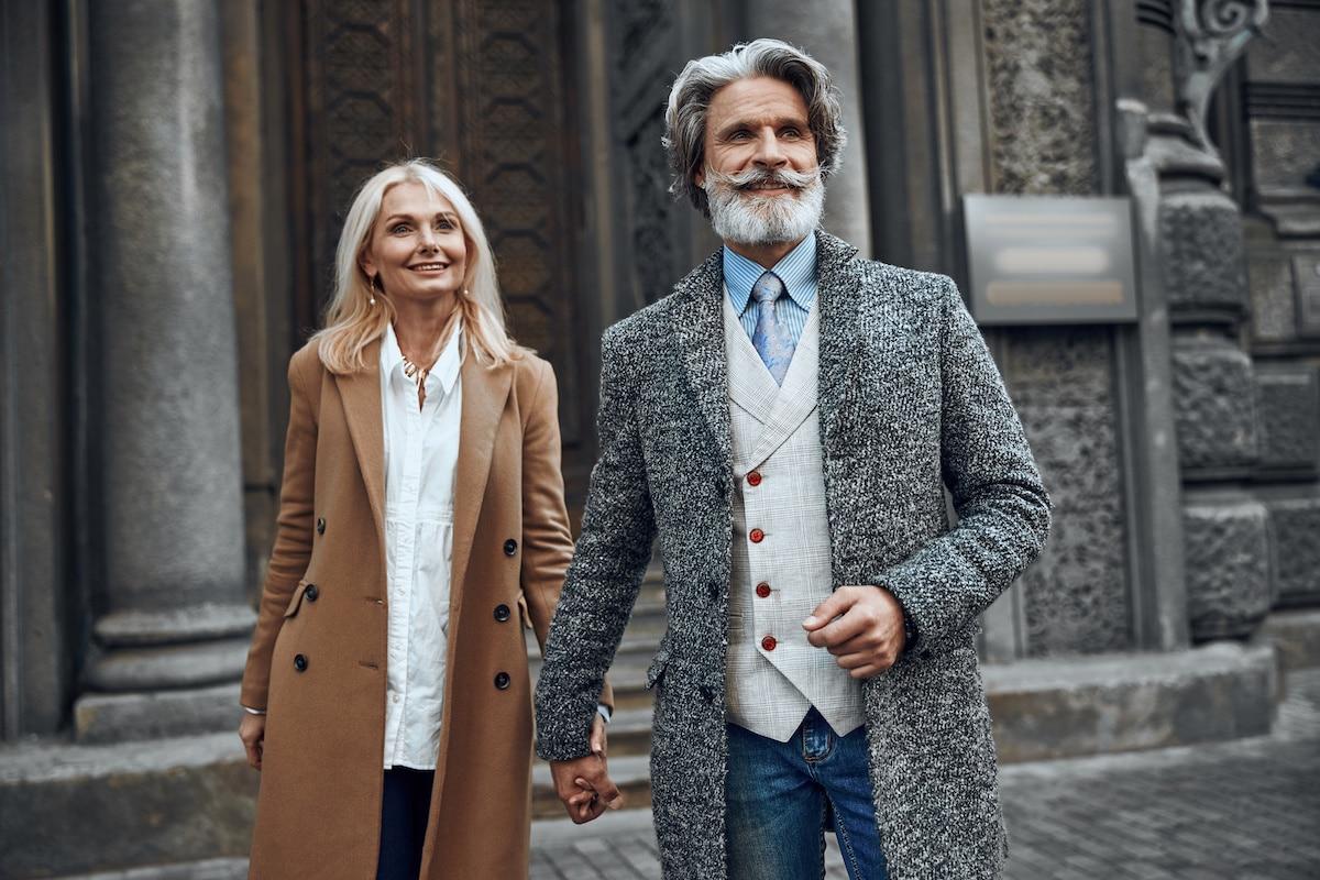 couple heureux d'age mur