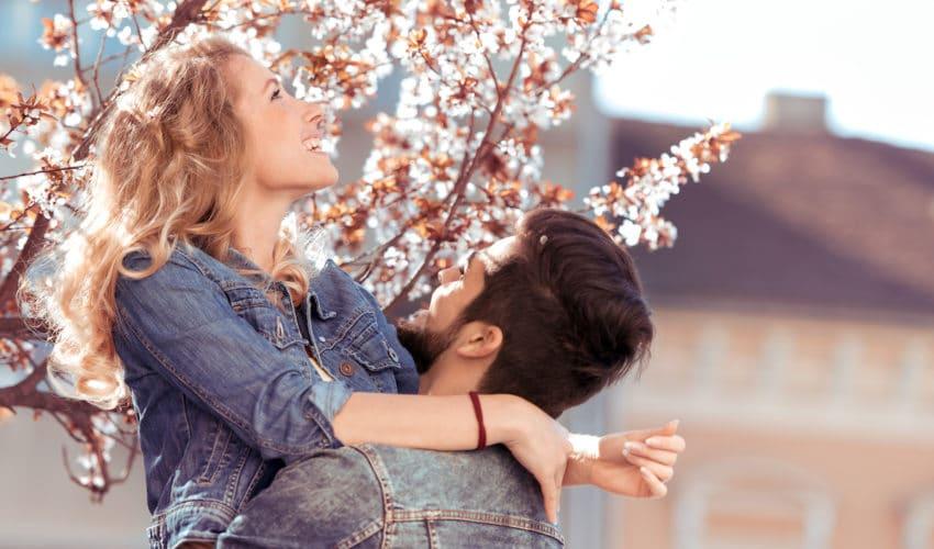 L'approche du printemps : quel effet sur les couples ?