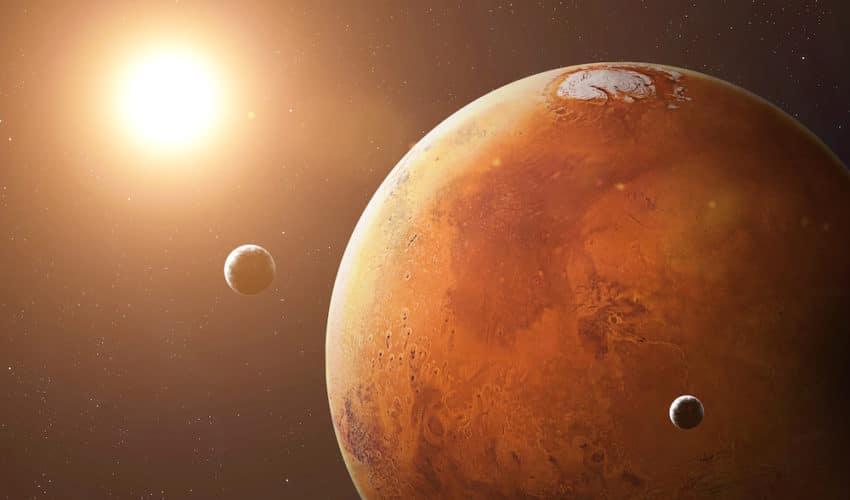 Planète mars eclairé par le soleil