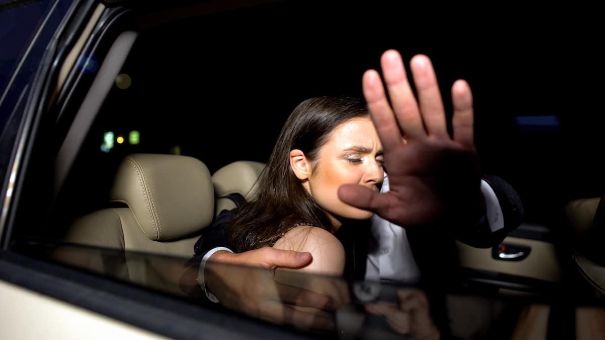 femme photographié avec un homme marié