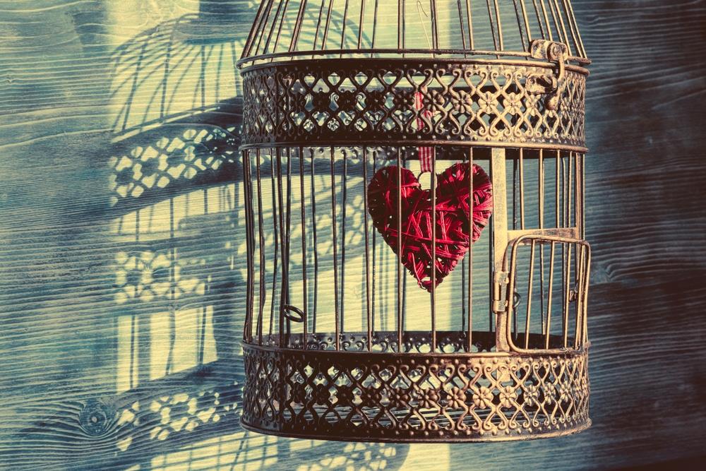 Coeur enfermé dans une cage