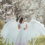 un ange ailé dans la nature