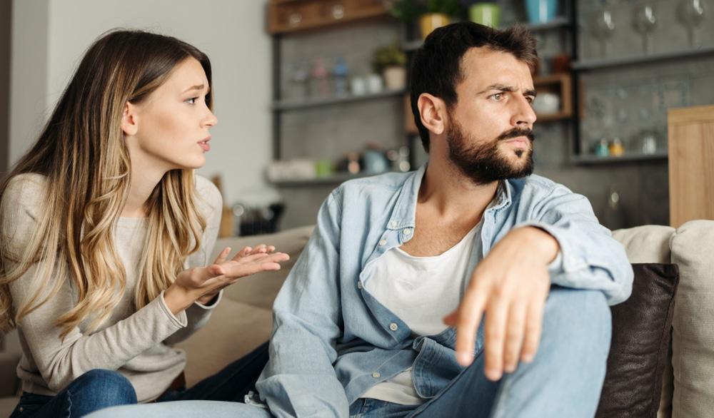 femme qui demande pardon a son mari