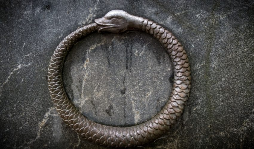 ouroboros symbole eternite