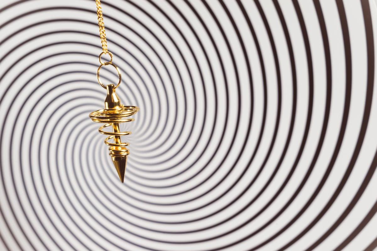 pendule divinatoire de couleur or