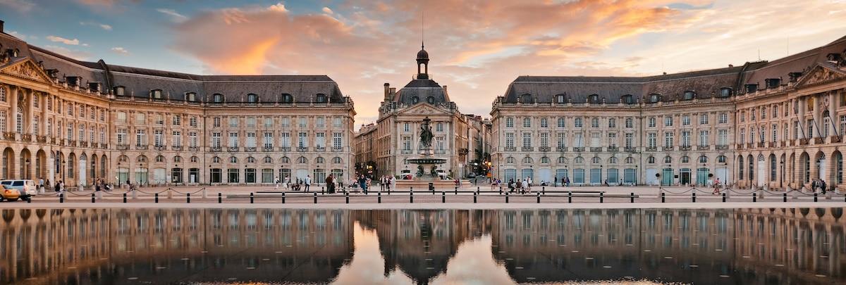 Place de la Bourse à Bordeaux, vue au couché de soleil