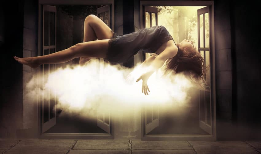 femme en levitation